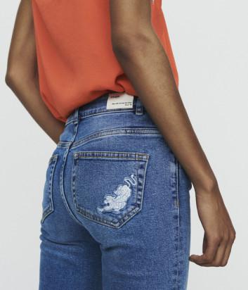 Синие джинсы Maje E19PAN с вышивкой на кармане