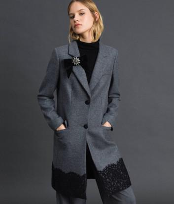 Серое пальто TWIN-SET 192TP2314 с кружевной полосой по подолу и брошью-бантом