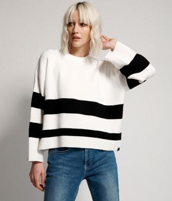 Белый свитер ONE TEASPOON 22361 с черными полосками