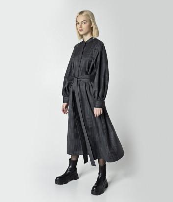 Серое платье UNLABEL Crust в полоску на поясе