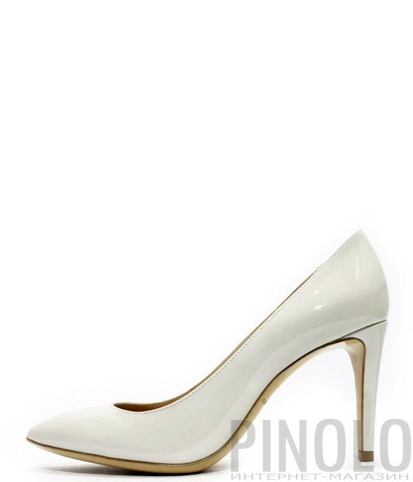 Классические туфли лодочки Emporio Armani из лаковой кожи белые ... 4bf4b8d5590