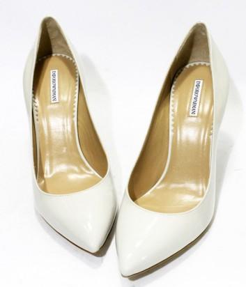 ... Классические туфли лодочки Emporio Armani из лаковой кожи белые ... f13164424b3