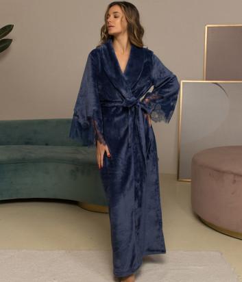 Длинный халат FELENA 438 декорирован кружевом синий
