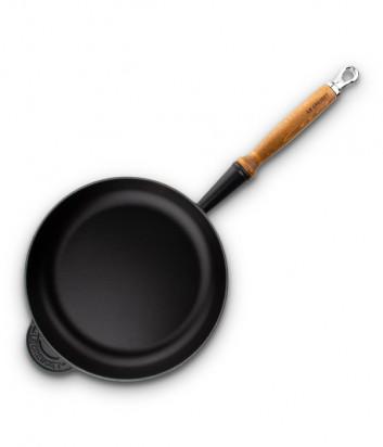 Чугунная cковорода LE CREUSET с толстым дном и деревянной ручкой (1,7л/26см) черная