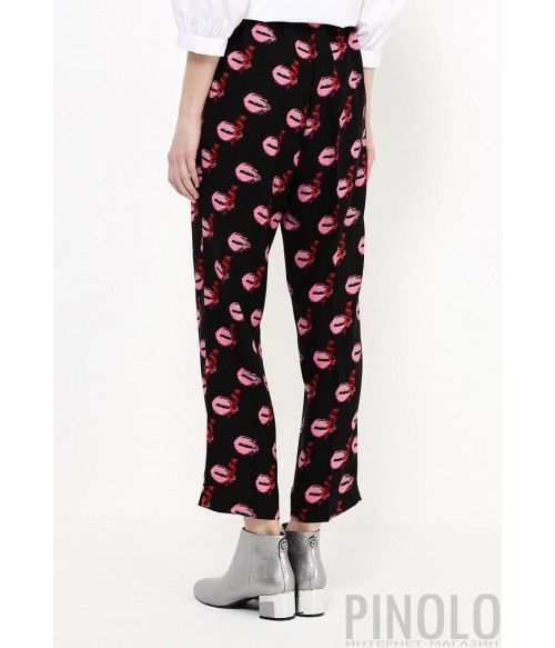 Укороченные брюки PINKO черные с ярким принтом в виде губ