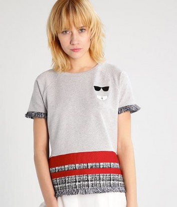 Серая футболка Karl Lagerfeld с алым кантом и бахромой