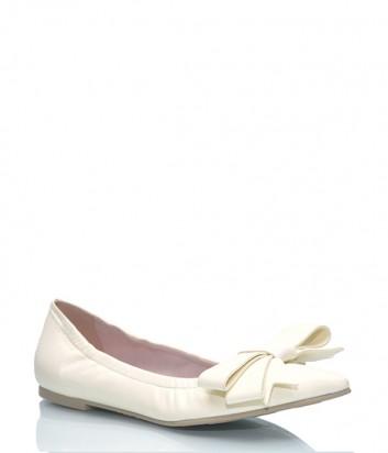 Кожаные туфли Pretty Ballerinas 44.940 с бантиком кремовые