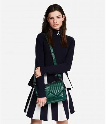 Стеганная сумка Karl Lagerfeld закрывается клапаном на магнитную кнопку зеленая