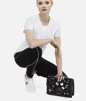 Черная кожаная сумка Karl Lagerfeld Klassik декорированная значками