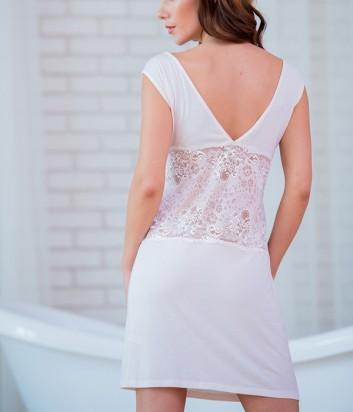 Нежно-розовая ночная рубашка Effetto с глубоким вырезом на спине и украшены кружевом