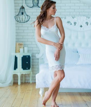Женская ночная рубашка Effetto 0210 декорированная кружевом кремовая